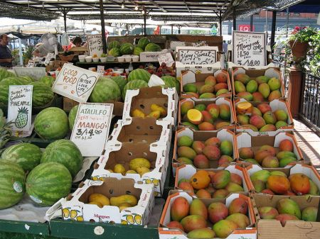 Byward_Market_Fruit_Stand