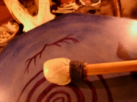 The blue deer drum with yew beater